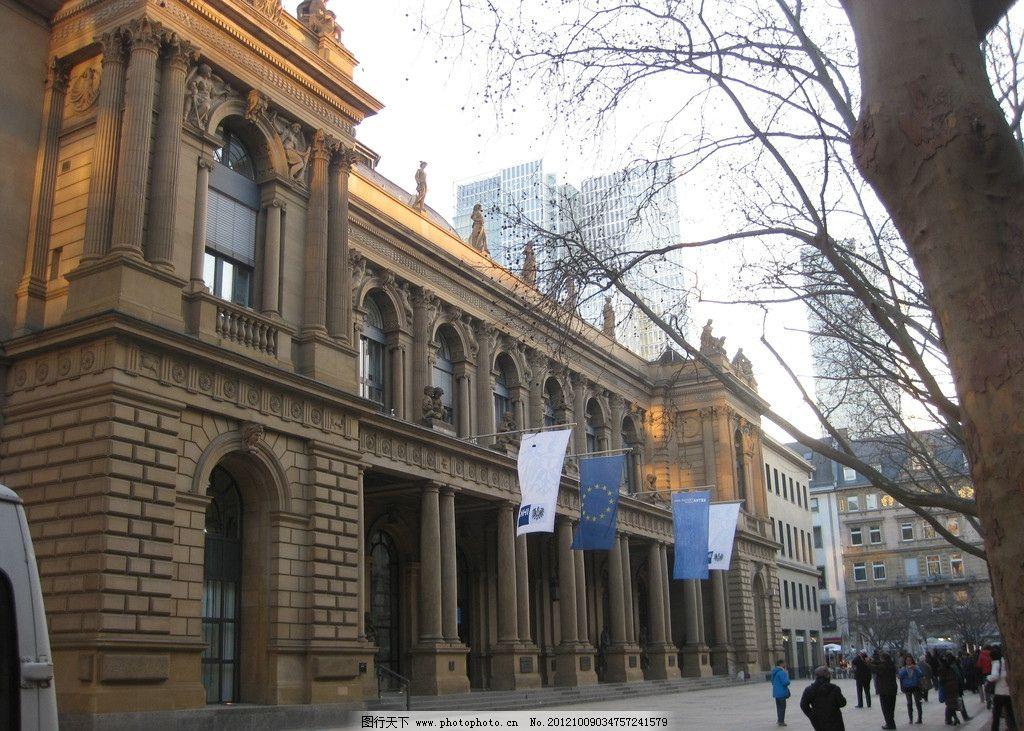 欧洲建筑 建筑 国外 旅游 树木 城市 街道 游客 摄影 落日 国旗 雕塑图片