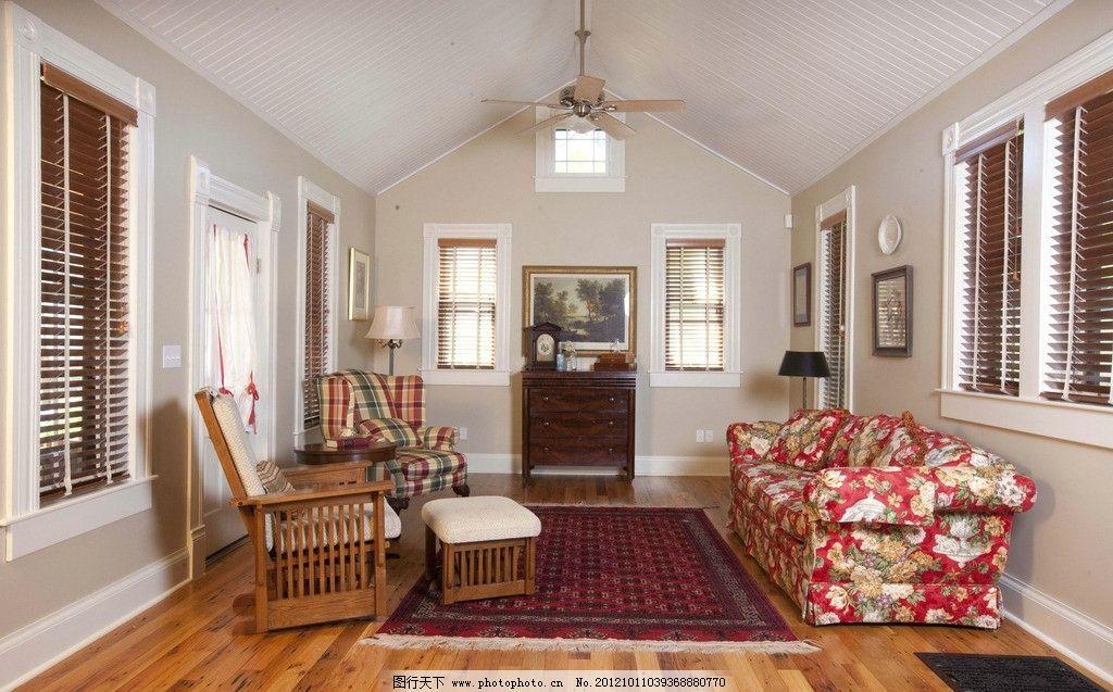 简欧式客厅 沙发 地板 室内 白色 花沙发 地毯 室内摄影 建筑园林