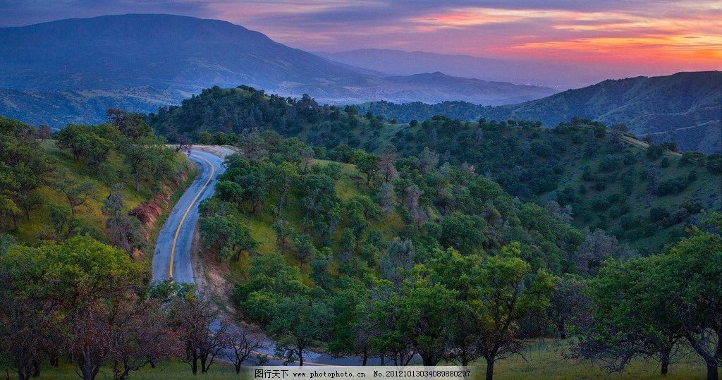 山间公路 公路 大自然 树林 自然风景 旅游摄影 摄影 国外旅游 72dpi