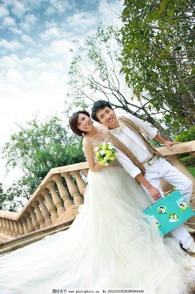婚纱照 蓝天 白云 绿色 树叶 古楼梯 婚纱 捧花 浐灞生态区 人物摄影