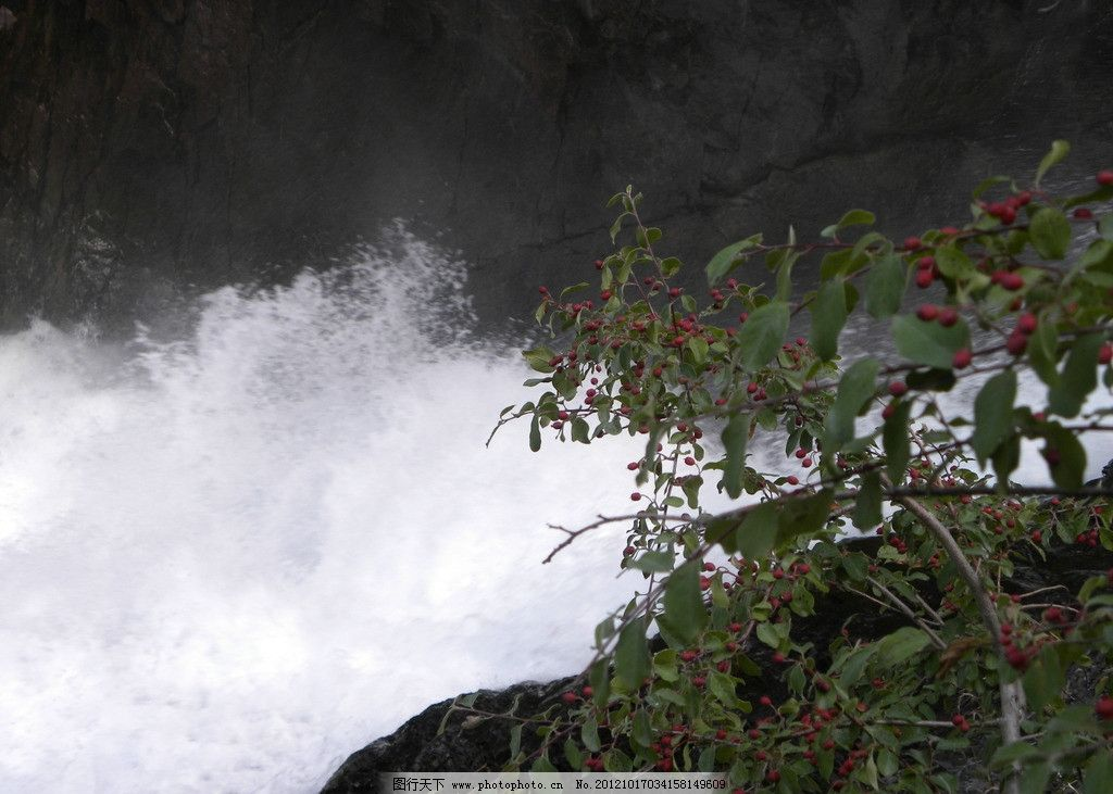 高山流水 瀑布 流水 高山 近景 水花 自然风景 旅游摄影 摄影 300dpi