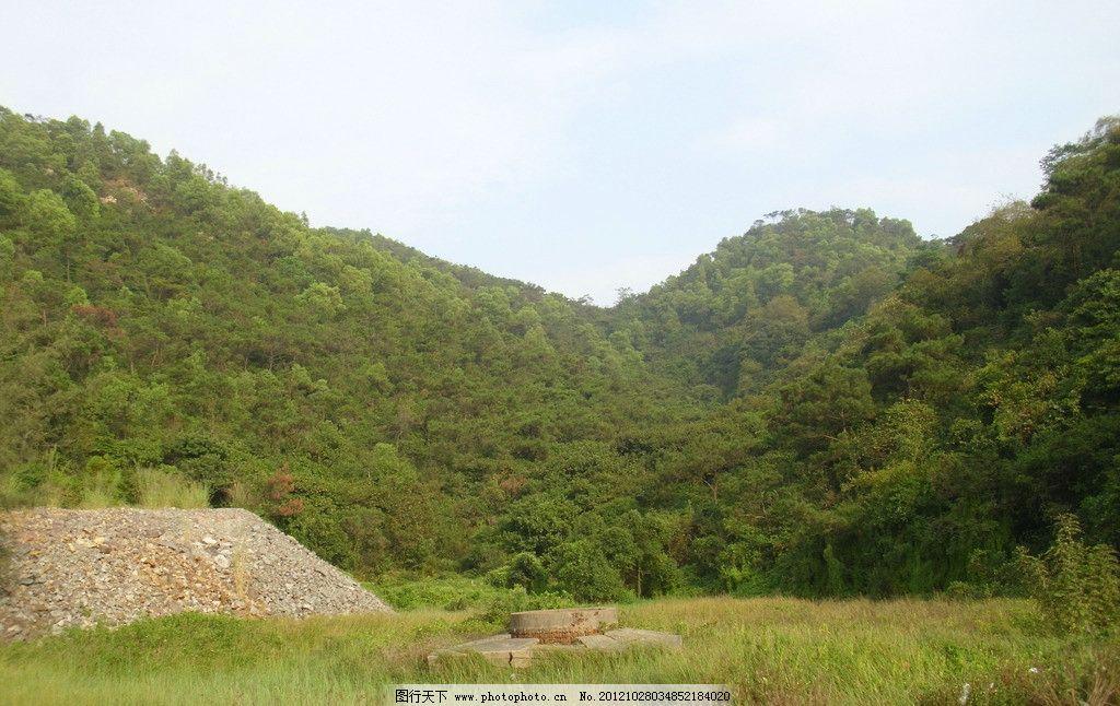 森林风景 树林 蓝天 山峦 沙堆 风景林 阳光 自然风景 自然景观 摄影