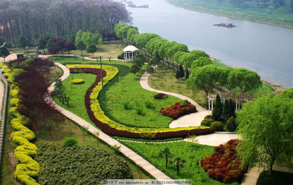 河岸风光 河流 小船 绿植 花园 自然风景 自然景观 摄影