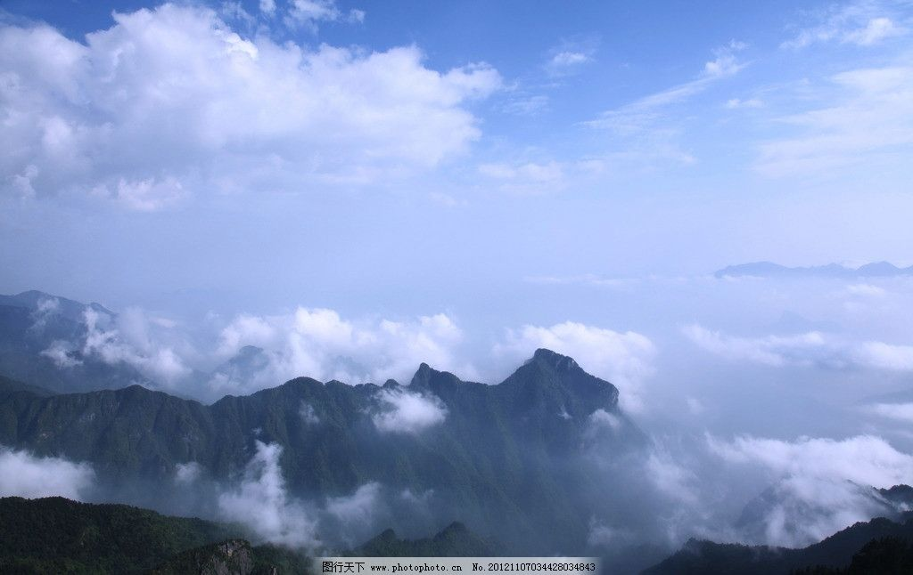 神农架 神龙架 山峰 云雾 山峦 雾气 山水风景 自然景观 摄影 72dpi