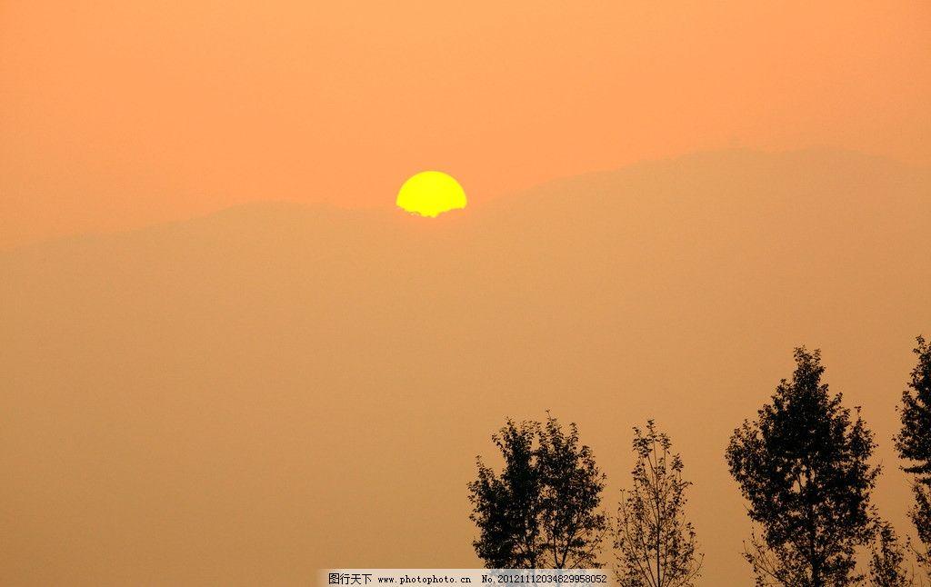 夕照 太阳 夕阳 晚照 小树 西沉 远山 自然景观 橙色 出差随拍 自然