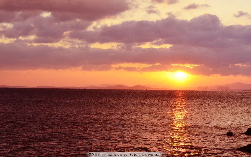 朝霞 彤云 太阳 大海 山 楼房 水中阳光 自然风景 自然景观 摄影 300