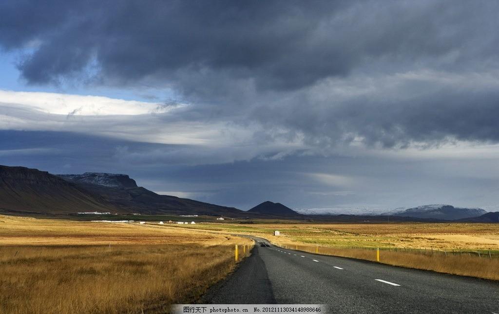 道路风景 道路 风景 近景 无人 远山 阴天 野草 自然风景 自然景观