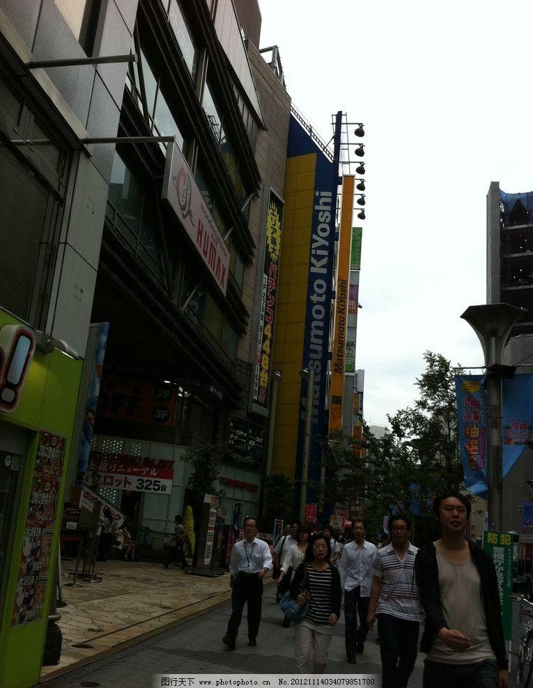 日本城市街道 日本 商厦 商铺 商业街 商业街区 店铺 道路 马路 天空