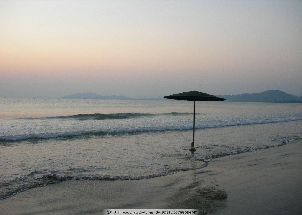 海边日出 朝阳 早晨 沙滩遮阳伞 海面 国内旅游 旅游摄影 摄影 300dpi
