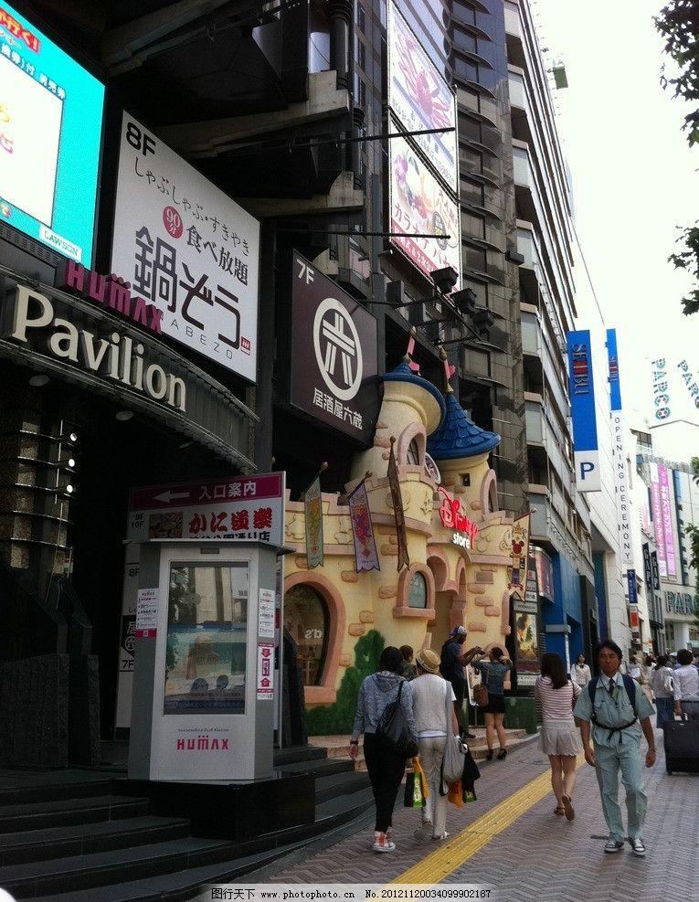 日本城市街道 日本 商厦 商铺 商业街 商业街区 车流 道路 马路 天空