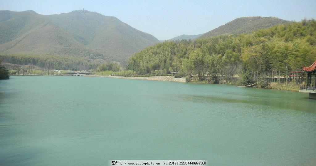 绿波竹林 绿波 湖面 湖水 远山 竹海 山水风景 自然景观 摄影 300dpi