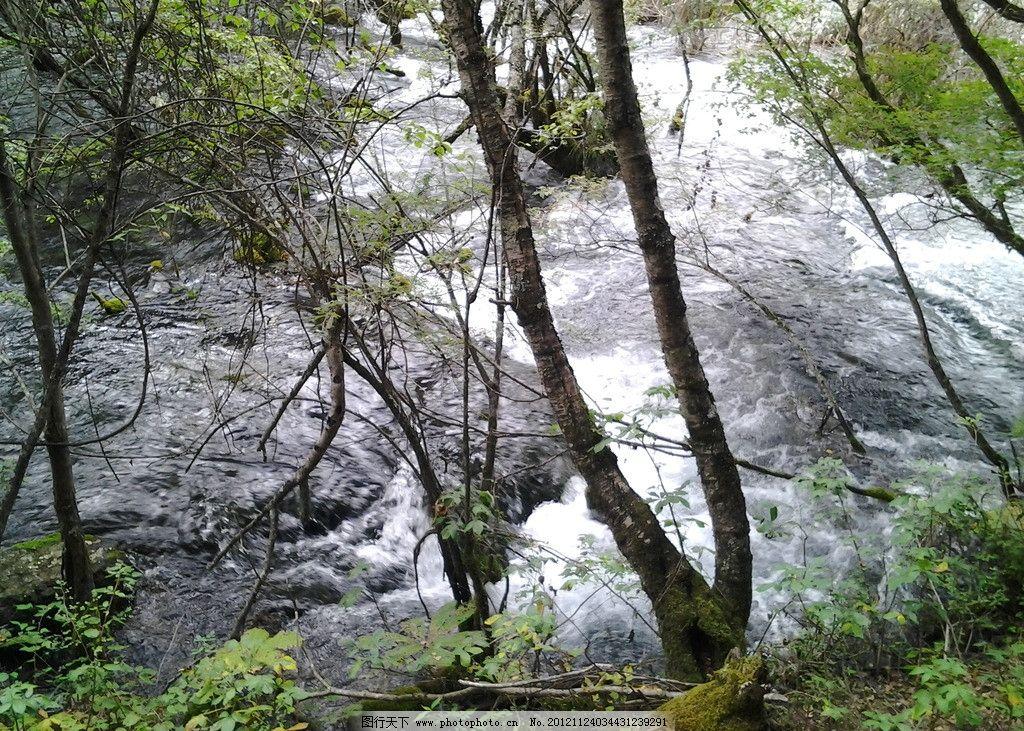 绿水青山 绿色 树林 高山 蓝天 白云 清水 小溪 河水 水纹 水流 倒影