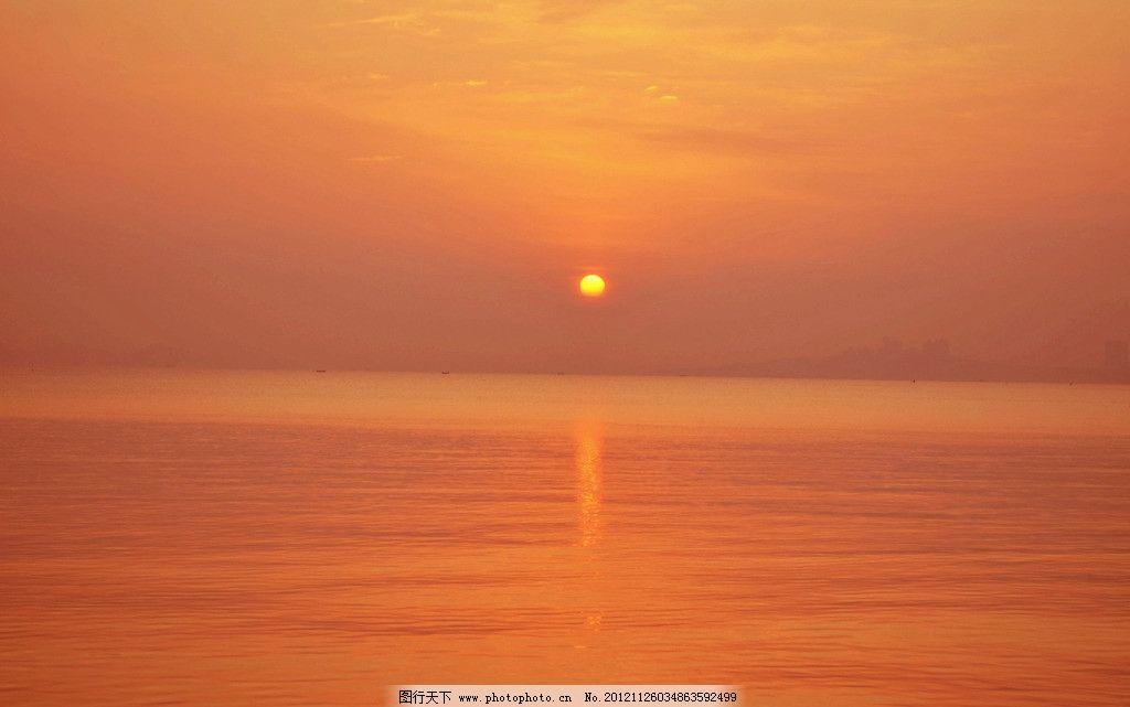 日出 太阳 水中太阳 彩云 大海 海水 游船 岸上建筑 树木 自然风景