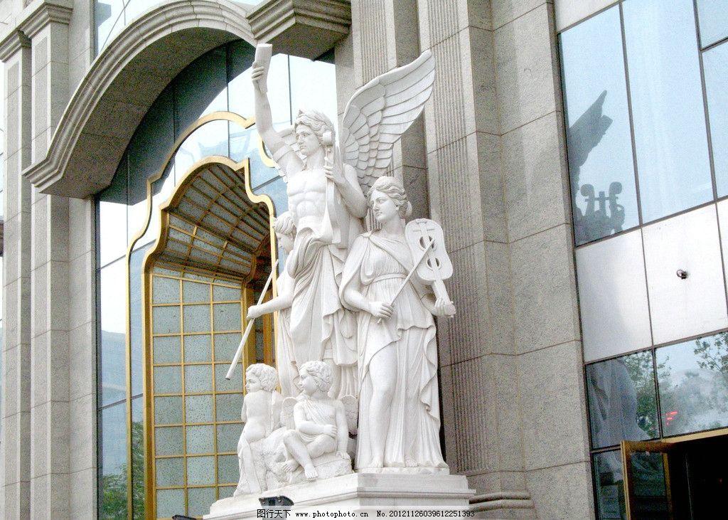 建筑物门外 欧式雕塑(非高清)图片