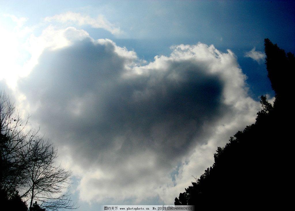 心形云 乌云 创意摄影 心形 自然风景 自然景观 摄影 72dpi jpg