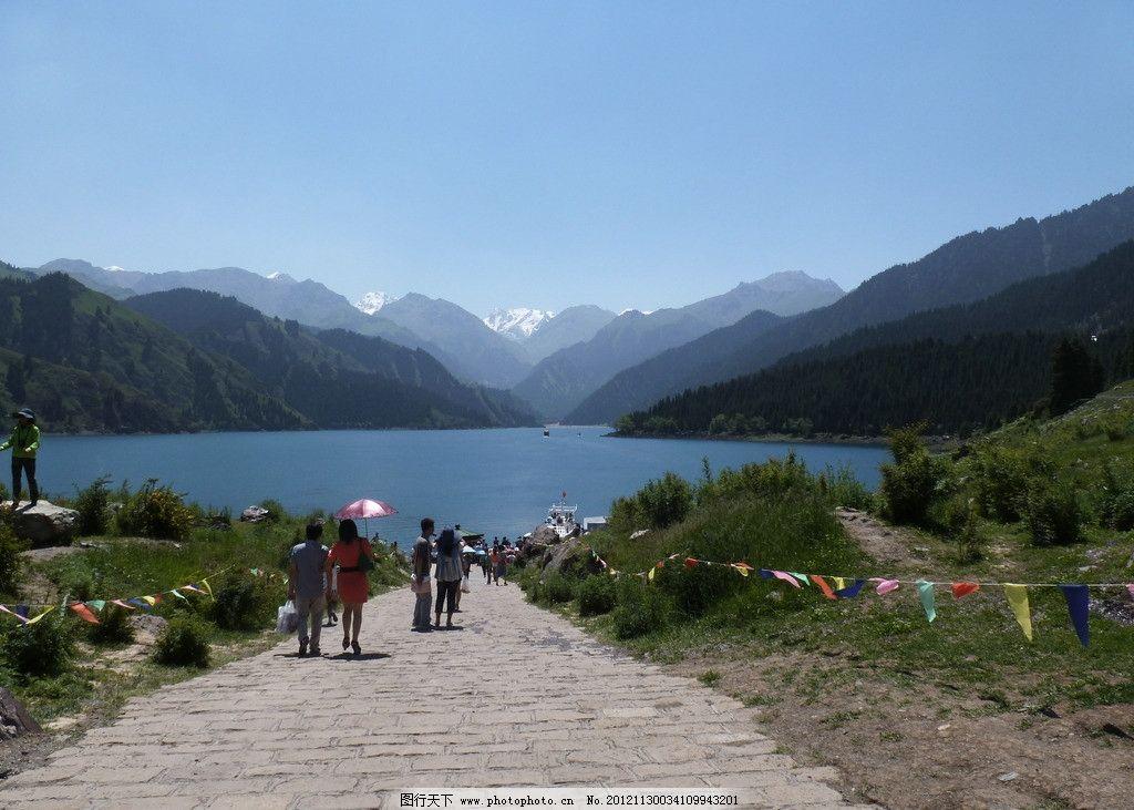 天山天池 新疆 天山 天池 雪山 游客 美景 湖 四季如春 山顶 自然风景