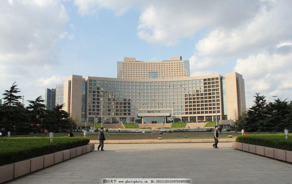 青岛市政府办公大楼 中央政治局 建筑 楼房 蓝天 白云 建筑景观
