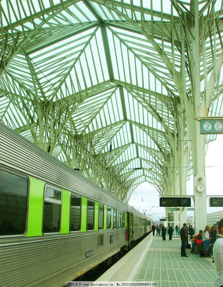 葡萄牙里斯本火车站 骨架结构 游客 交通工具 现代科技 摄影