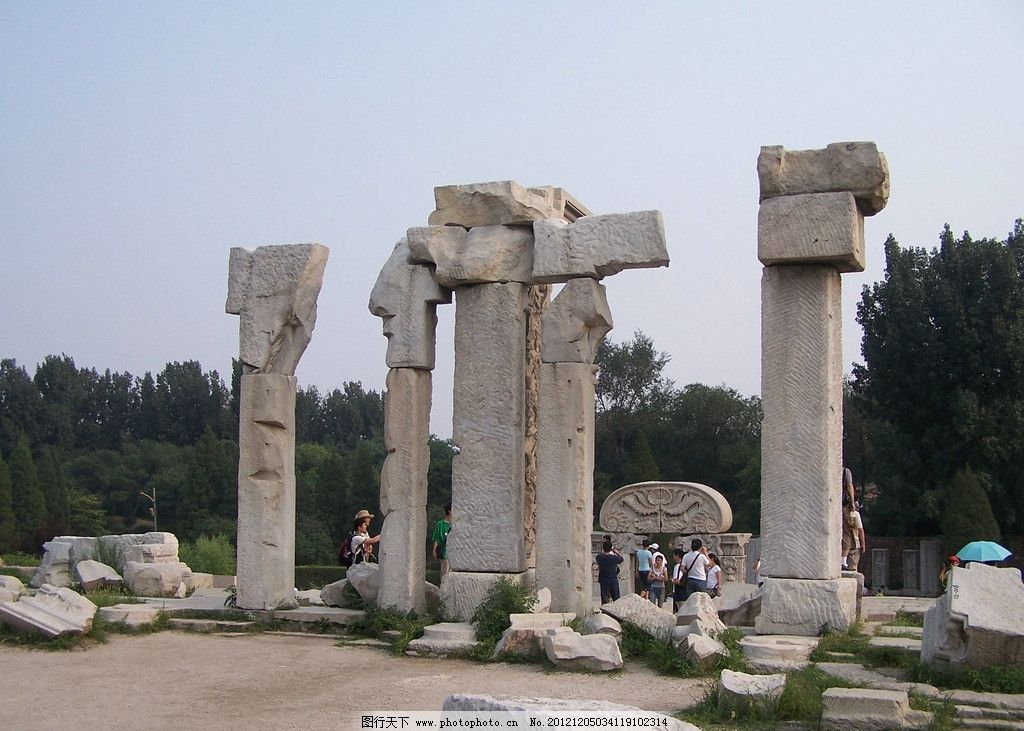 圆明园 石柱 绿树 自然风景 旅游摄影 摄影 230dpi jpg