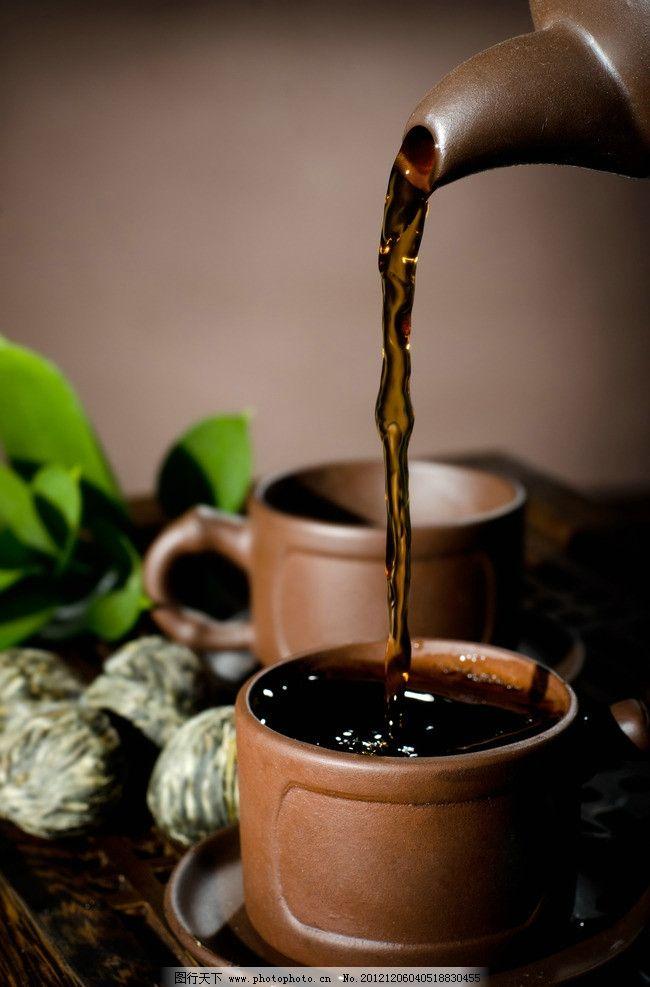 倒茶 茶水 茶 茶杯 浓茶 茶叶 叶子 绿叶 茶壶 盘子 酒水饮料 饮料