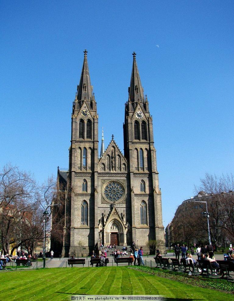 教堂 欧洲 哥特式 钟楼 自鸣钟 塔楼 双塔 大教堂 草坪 欧式建筑图片