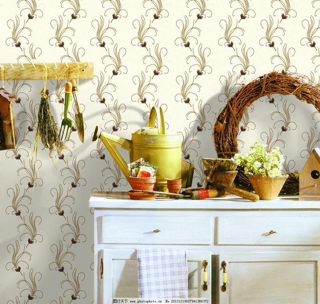墙纸展示 欧式家居 背景 灯 墙纸 壁纸 羽毛 线条 背景墙 桌子 室内