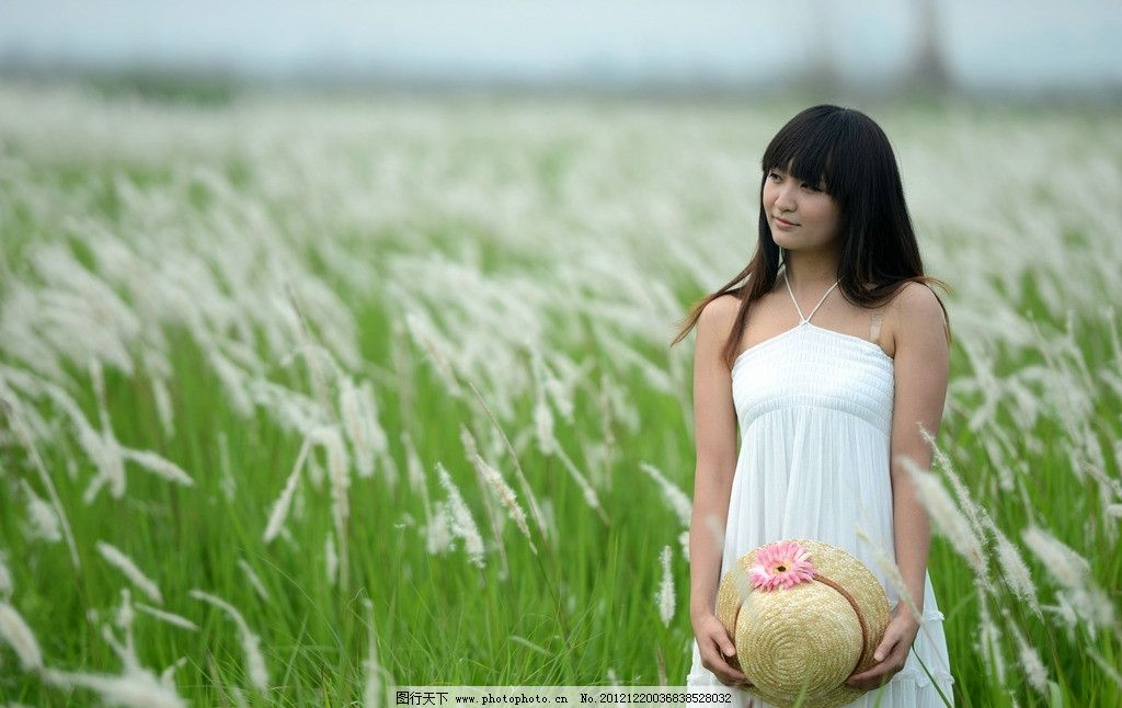 清纯美女 白色连衣裙 可爱美女 绿草 帽子 美女外拍 女性女人 人物