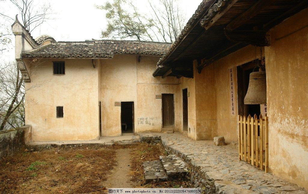 赣州风景 房子 树木 小路 窗户 门口 瓦房 天空 石头 瓦片 地面 墙面