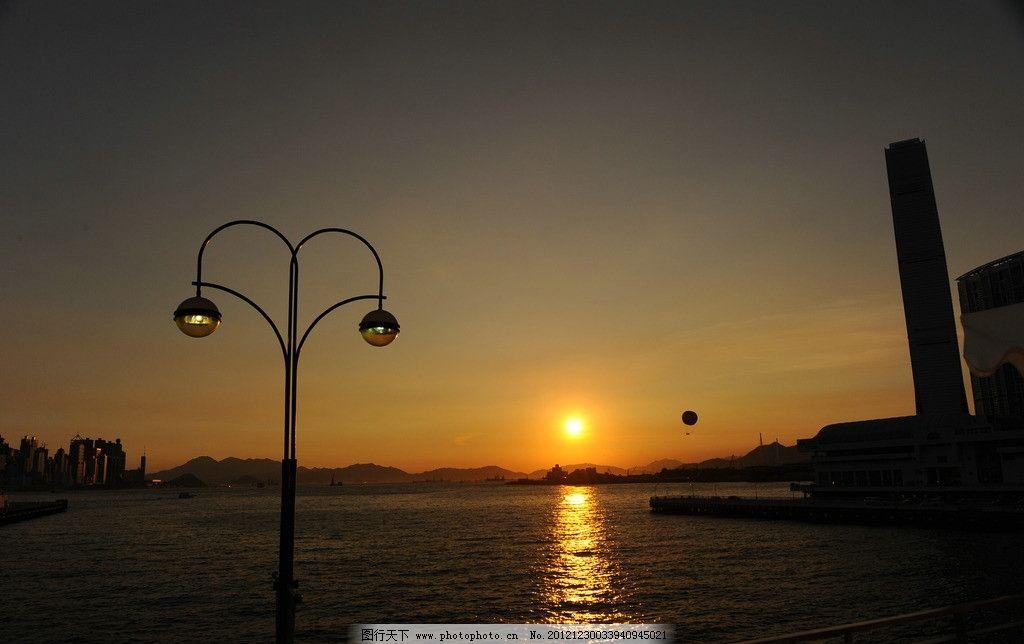 落日 海边 晚霞 路灯 风景 海水 大厦 夕阳 山峦 天空 国内旅游 旅游