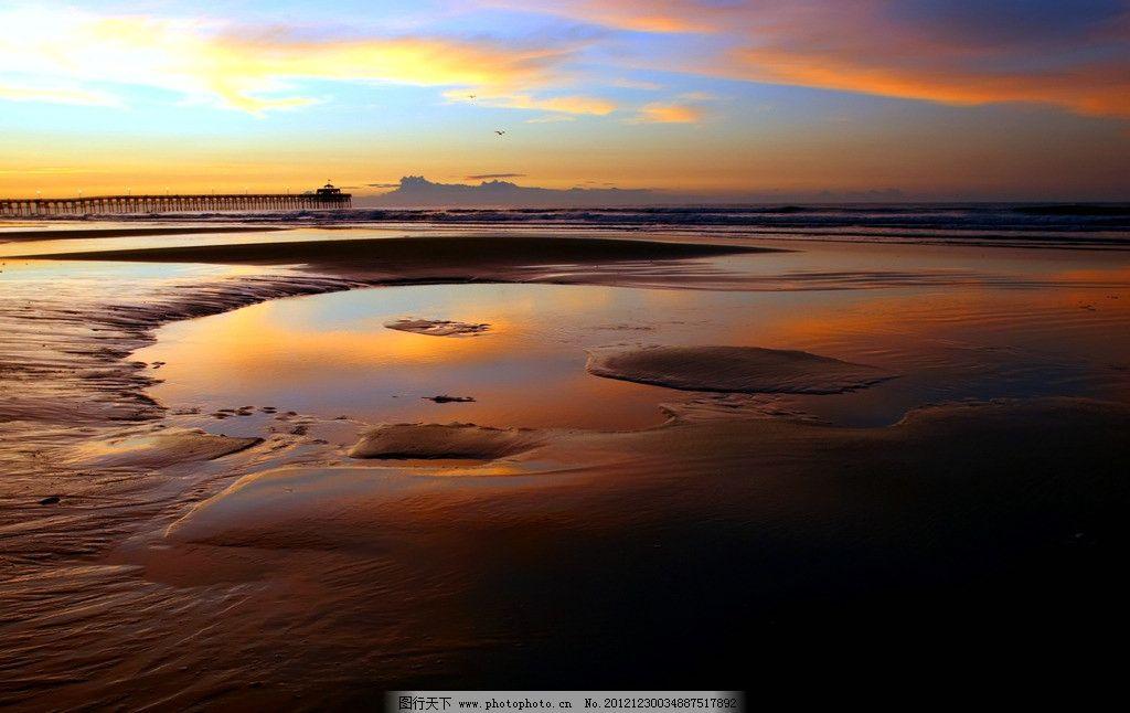 沙滩夕阳美景 美丽风光 风光摄影 夕阳美景 海岸风光 海洋 海滩 沙滩 海岸落日 海洋日落 海水 暮色 余晖 日落 夕阳 晚霞 霞光 云彩 摄影素材 景色素材 海洋落日 自然风景 自然景观 摄影 72DPI JPG